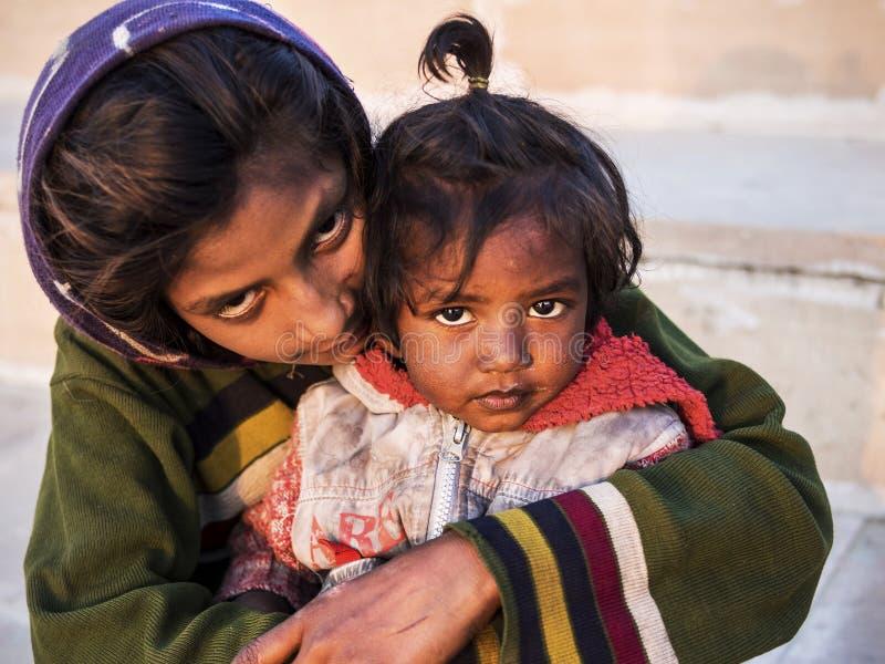 印地安街道孩子在普斯赫卡尔,拉贾斯坦,印度 免版税库存图片