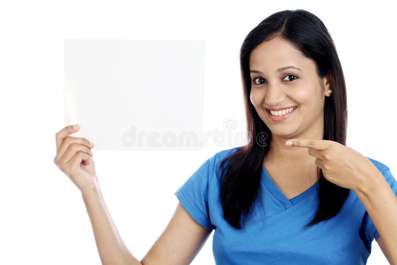 印地安青少年的陈列空白白色卡片 免版税库存照片