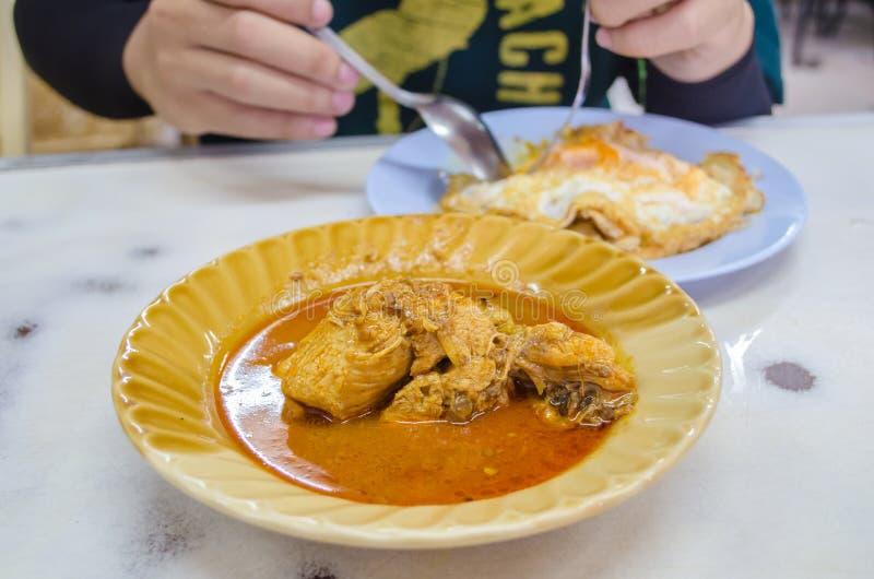 印地安食物花椰菜masala shaak盘 免版税库存图片