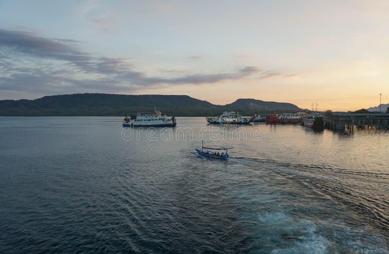 印尼半玉王港的日出 免版税图库摄影