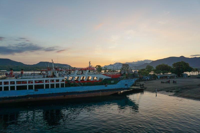 印尼半玉王港的日出 免版税库存图片