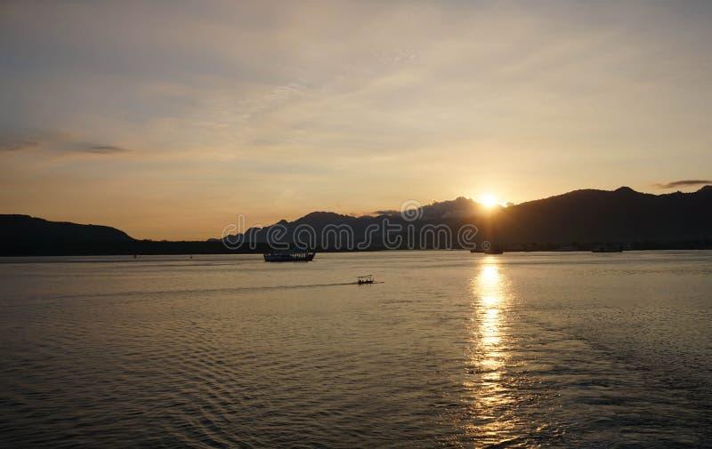 印尼半玉王港的日出 免版税库存照片