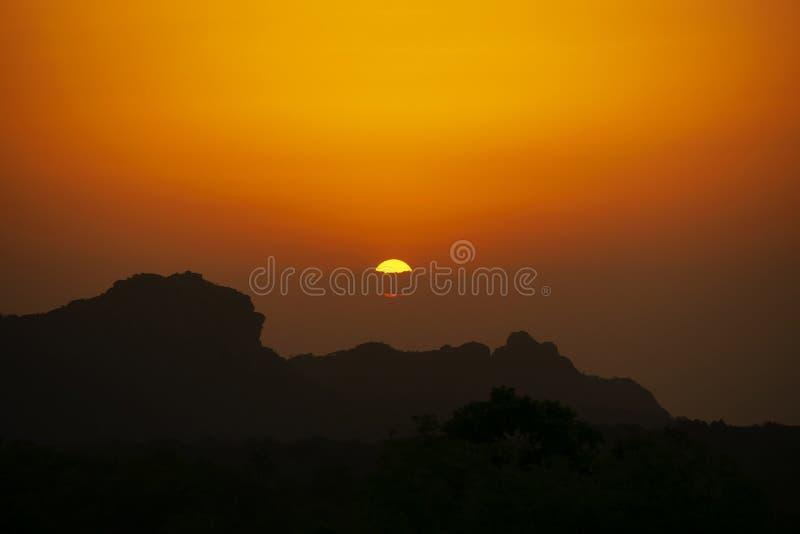 印度中央邦Panchmarhi Madhya Pradesh Rajendragiri山站的日落点或Dhop Garh 图库摄影
