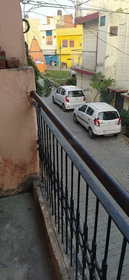 印度北方邦莫拉达巴德街,从一栋房子的阳台 库存照片