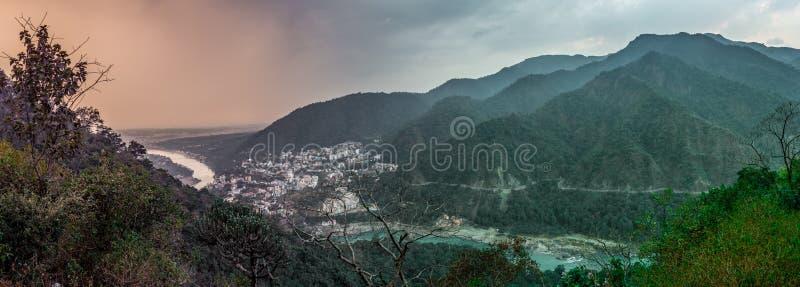 印度印第安rishikesh楼梯寺庙 库存图片