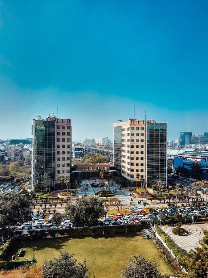 印度古尔冈 — 2020年3月9日:全球商业园大楼和办公室 库存图片