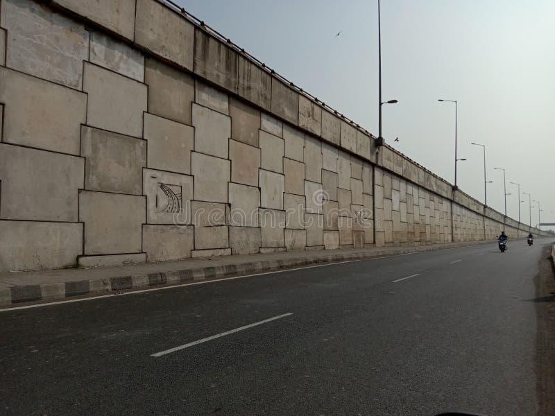 印度古杰拉邦的巴鲁赫飞越与公路 免版税图库摄影