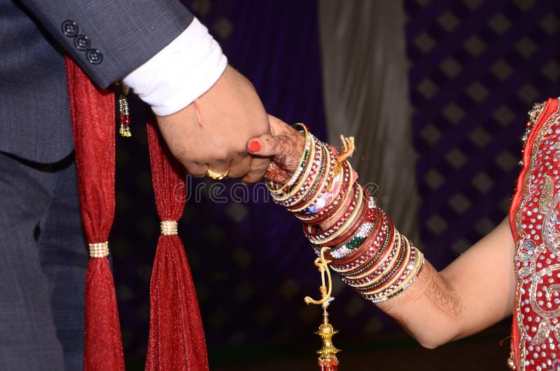 印度夫妇手震动  免版税库存照片