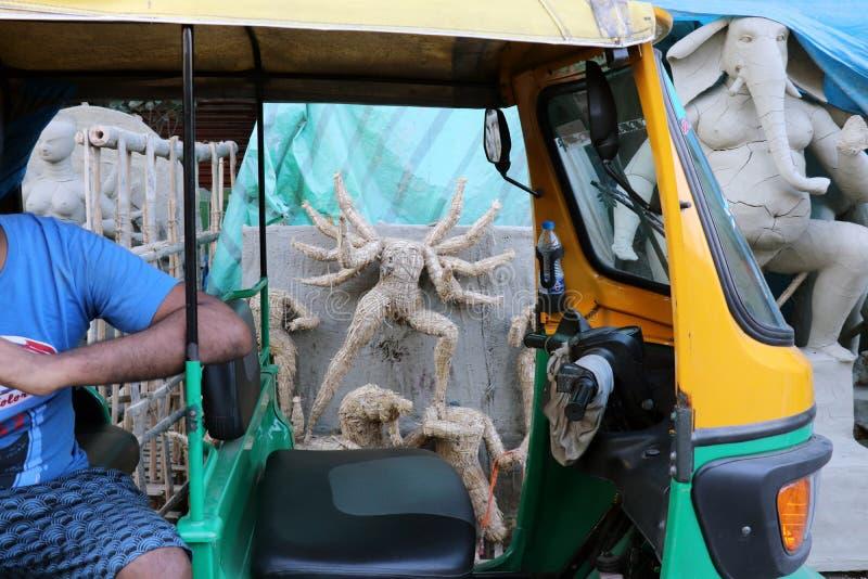 印度女神戴维杜尔加黏土神象  印度女神杜尔加神象在准备期间的在加尔各答 免版税图库摄影