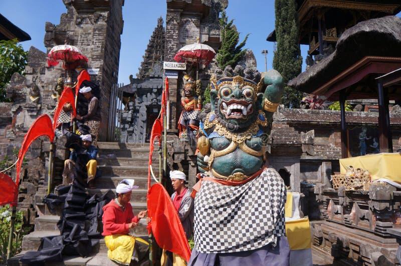 Download 印度宗教仪式 图库摄影片. 图片 包括有 巴厘岛, 寺庙, 印度尼西亚, 的treadled, 演员, hindus - 62537512