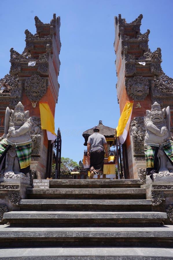 Download 印度宗教仪式 编辑类图片. 图片 包括有 旅游业, 巴厘岛, 印度尼西亚, hindus, 纪念碑, 的treadled - 62537620