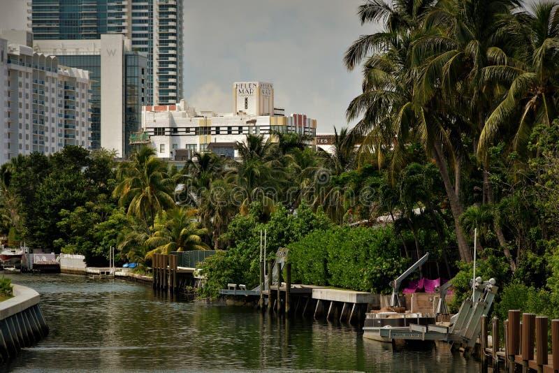 印度小河迈阿密海滩佛罗里达家靠码头小船 库存照片