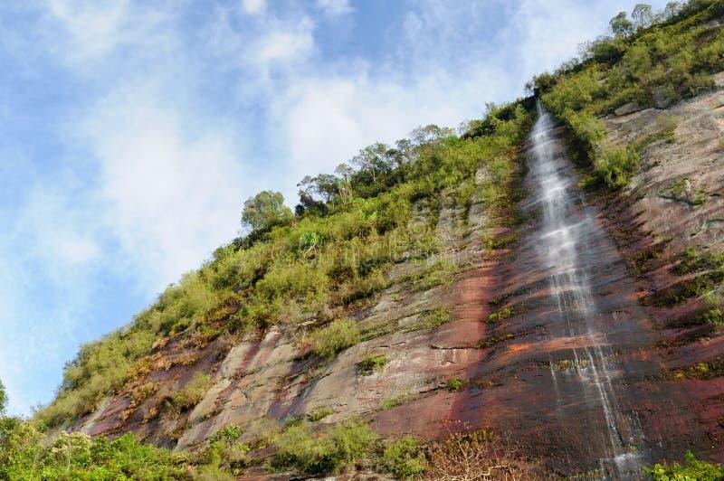 印度尼西亚乡下。在Harau谷的瀑布 免版税库存照片