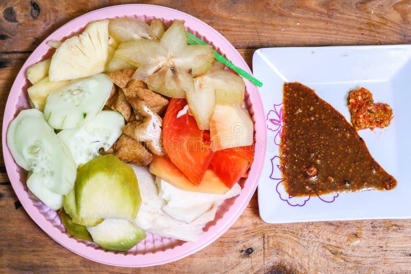 印度尼西亚传统快餐, Rujak穿山甲属:印度尼西亚拼写,版本1 免版税库存图片