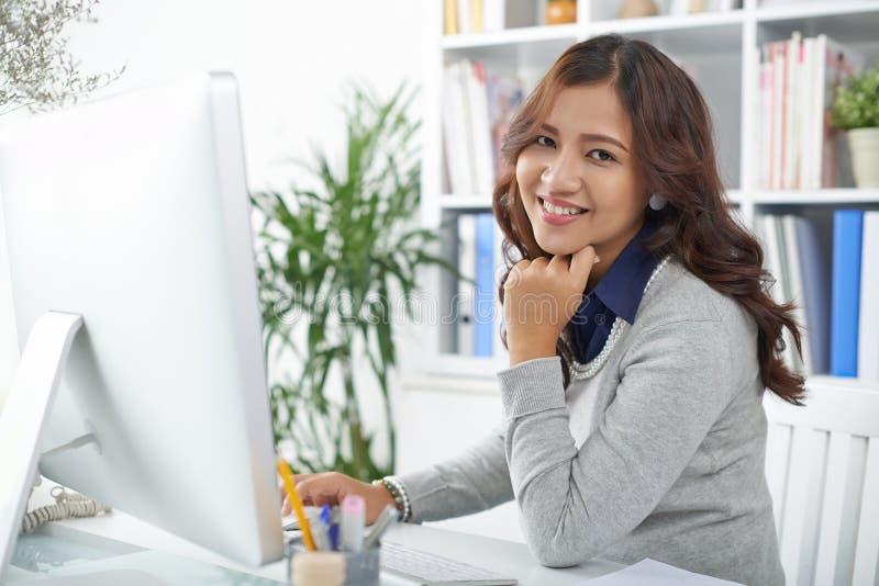 印度尼西亚女商人 免版税库存图片