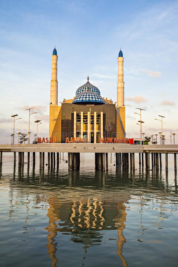 印度尼西亚望加锡浮动清真寺 免版税库存照片