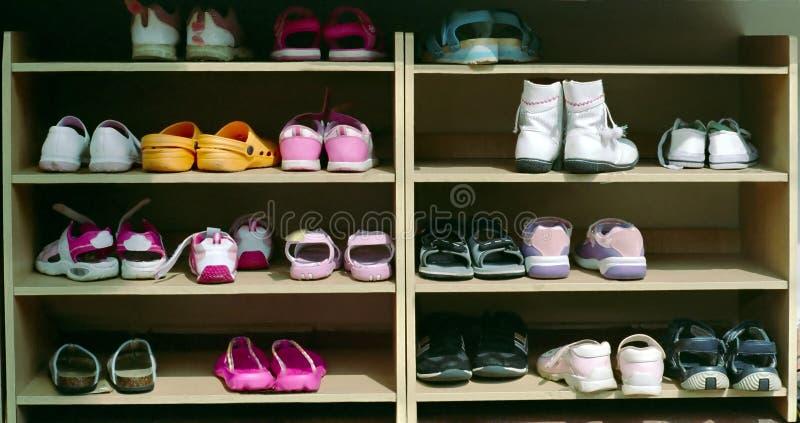 印度尼西亚机架学校鞋子 免版税库存照片