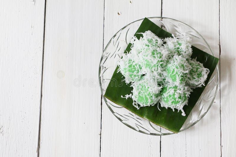 印度尼西亚语的马来西亚传统kuih Ondeh Ondeh或Kelepon 免版税库存图片