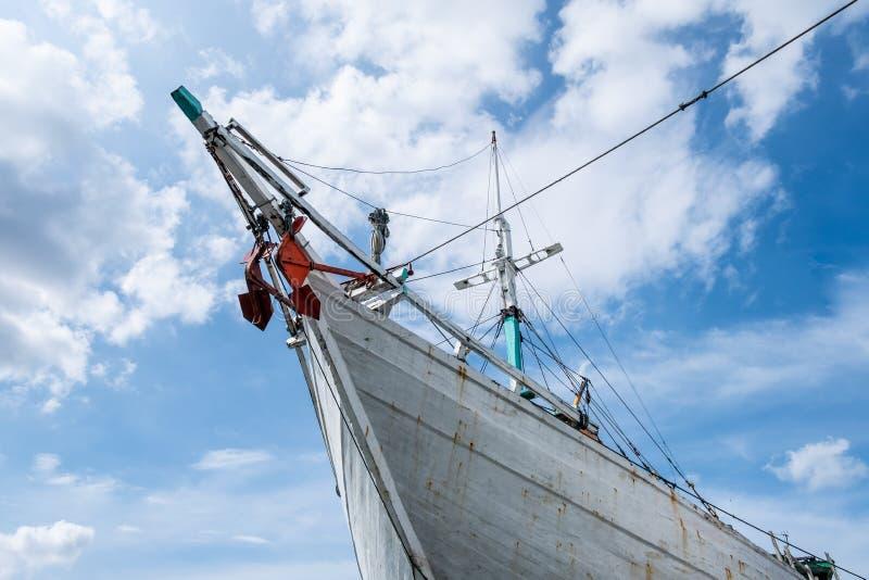 印度尼西亚雅加达巽他凯拉帕港的木船 库存照片