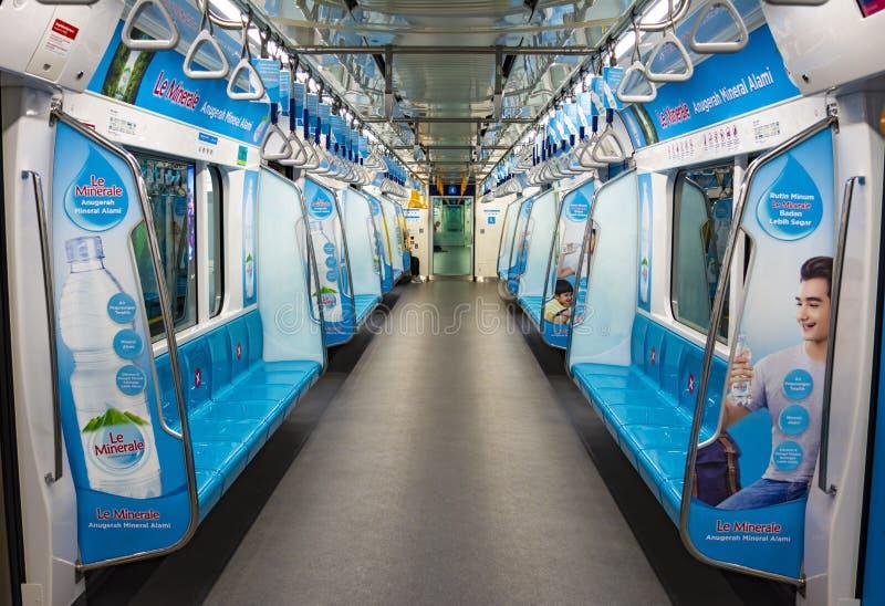 印度尼西亚雅加达 — 2020年4月3日:雅加达空荡荡的地铁车厢 免版税库存图片