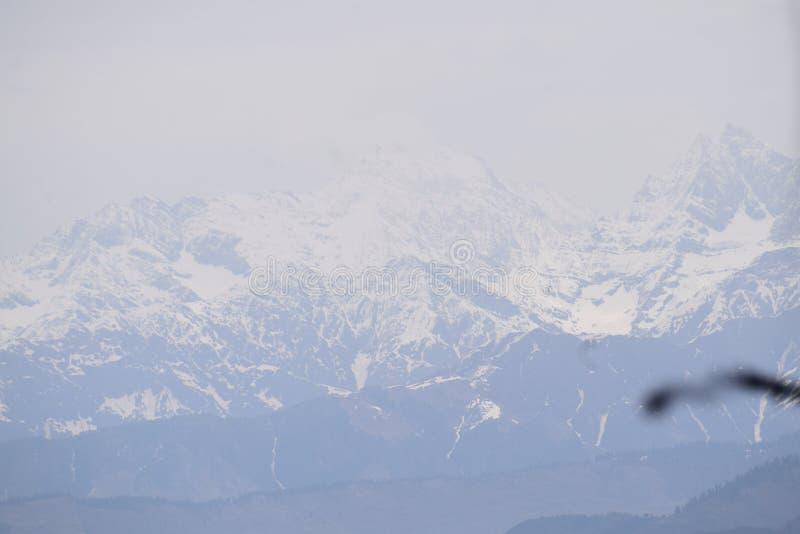 印度山HILLSTATION下雪HIMACHAL迁徙的旅行和平 图库摄影