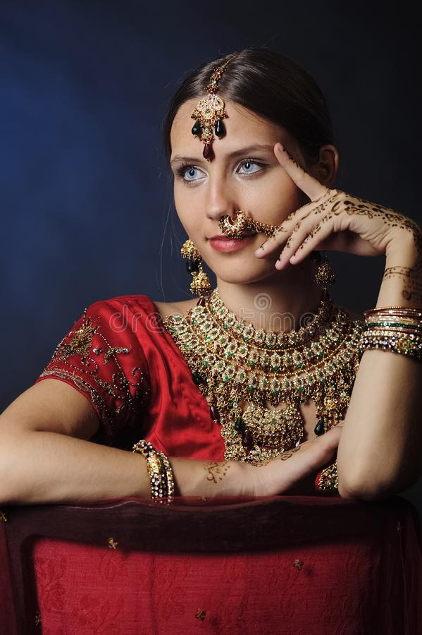 印度新娘准备好婚姻 免版税库存图片