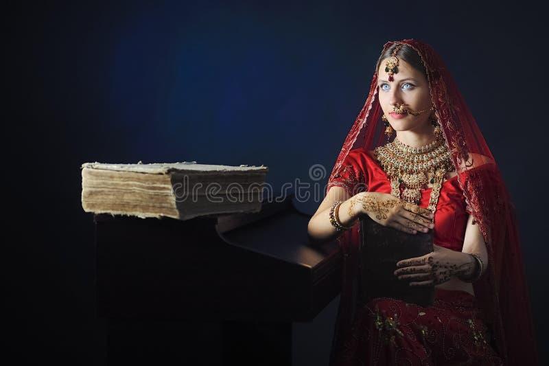 印度新娘准备好婚姻 免版税库存照片