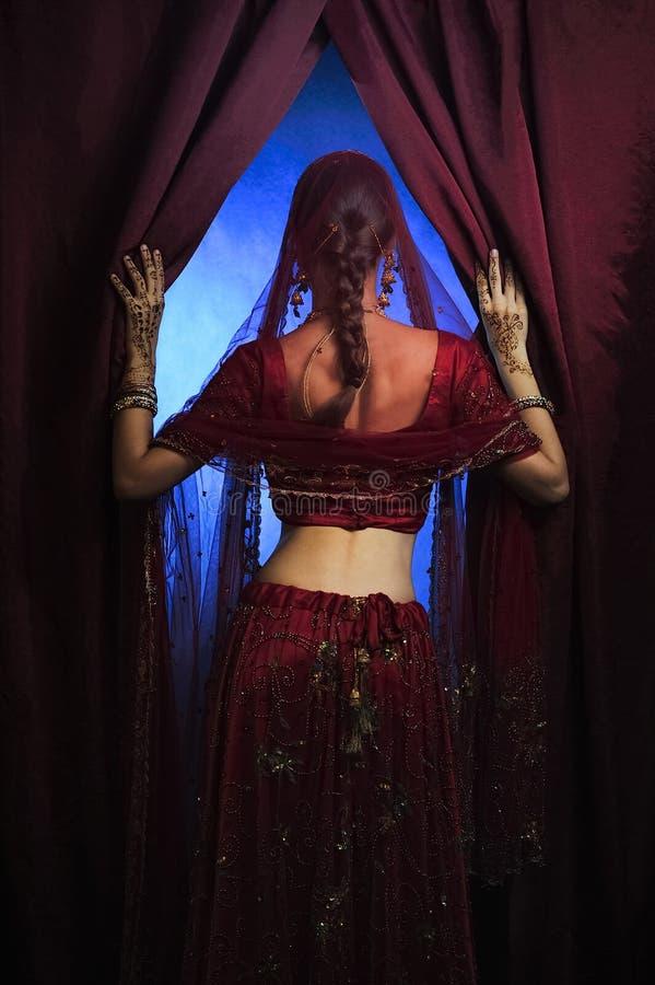 印度新娘准备好婚姻 免版税图库摄影