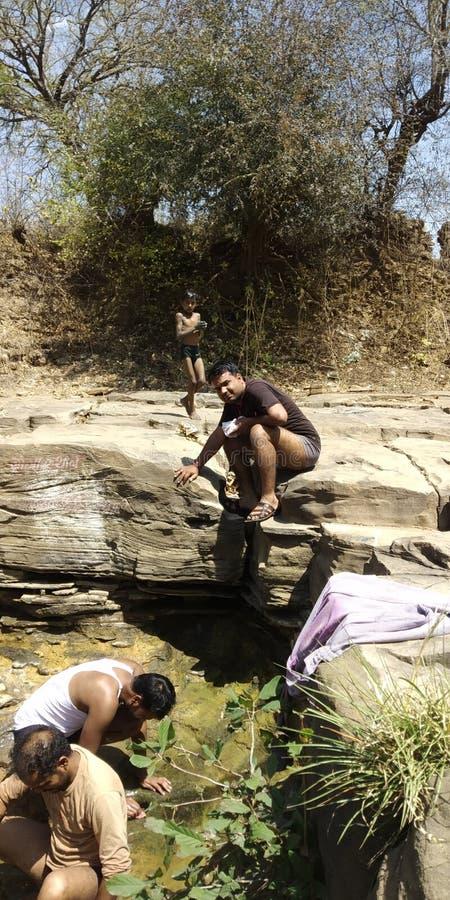 印度男孩清洁神位置 库存图片