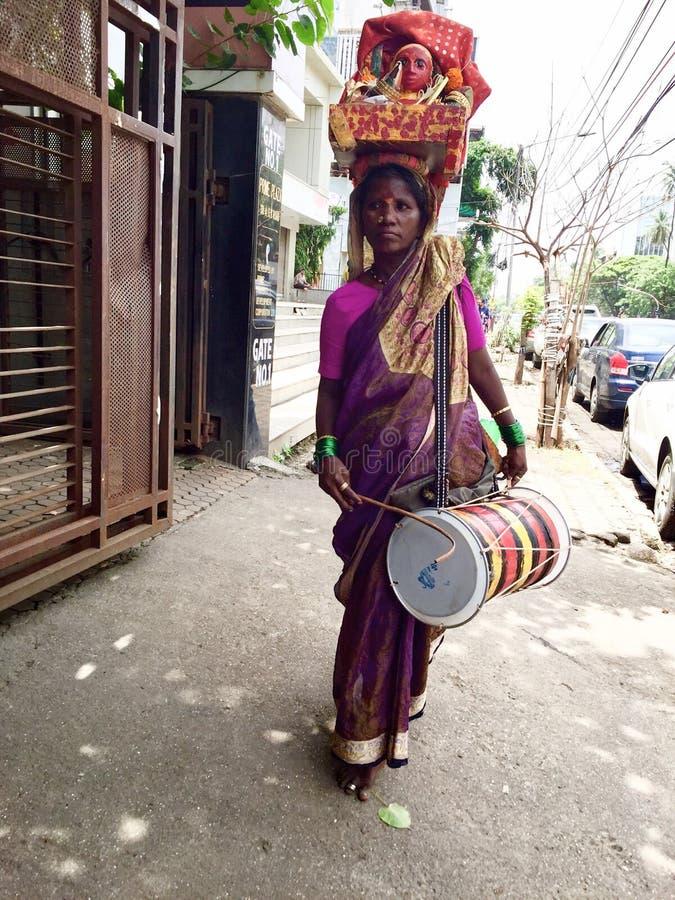 印度的独特的游牧部落- Potraj崇拜部落&自我惩罚(Kadak Laxmi) 免版税图库摄影