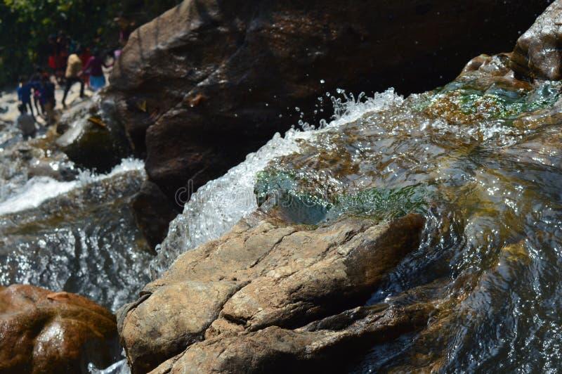 印度秋天的旋转的行动在岩石的 库存照片