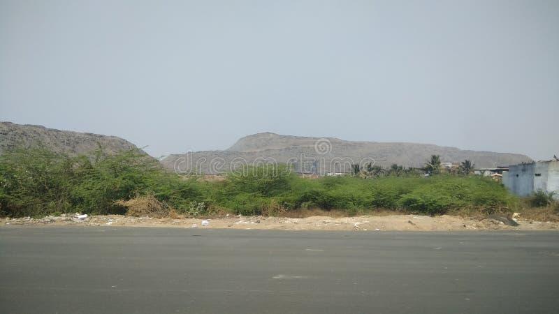印度艾哈迈达巴德城外的巨山,像垃圾堆 免版税库存照片