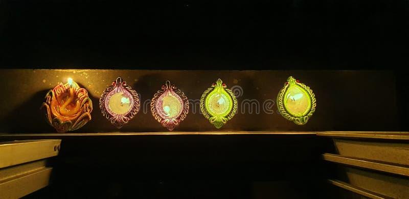印度观察莫迪总理晚9点9分的呼吁,点亮灯,以表明与COVID-19 Lok Gram Kalyan作战的团结 免版税库存图片