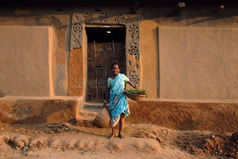 Download 印度部族妇女 编辑类库存照片. 图片 包括有 纵向, 礼服, 表达式, 干旱的, 墙壁, 部落, 水平, 人员 - 22356683