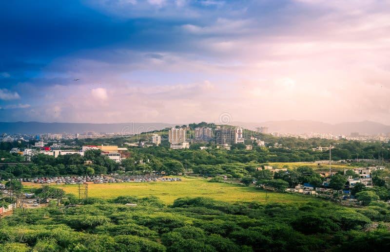 印度马哈拉施特拉邦绿色普纳市美丽的空中景观 免版税库存照片