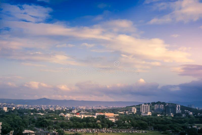 印度马哈拉施特拉邦绿色普纳市美丽的空中景观 免版税库存图片
