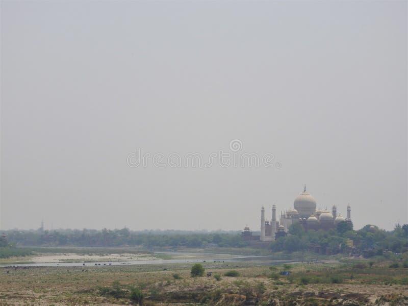 印度 侵略 泰姬陵看法从德里红堡的墙壁的 免版税库存图片