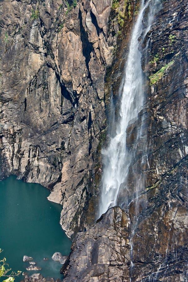 印度 卡纳塔克邦状态  瀑布信奉瑜伽者 库存图片