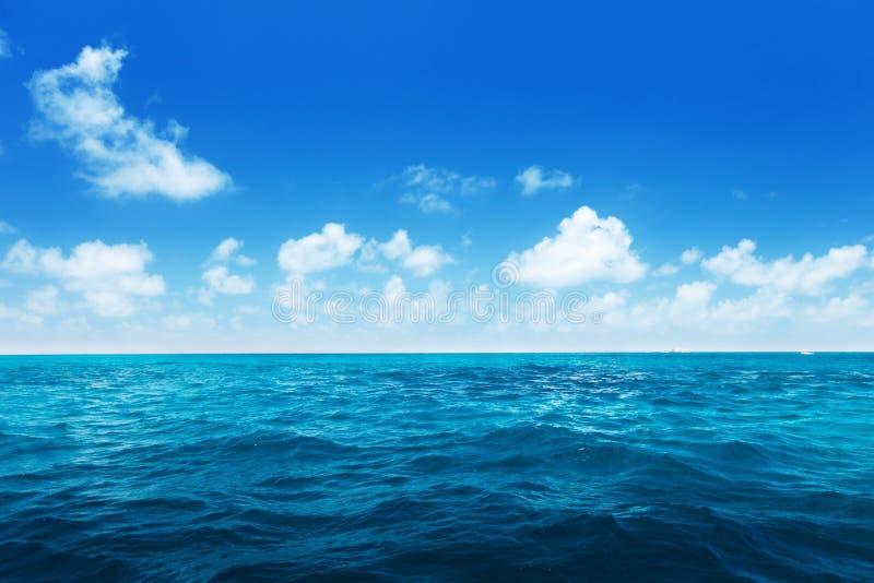 印度洋完善的天空和水  免版税库存图片