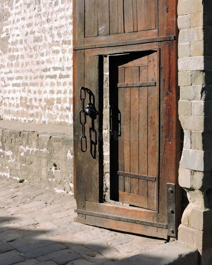 印度建筑学外门Kangra堡垒 免版税库存照片