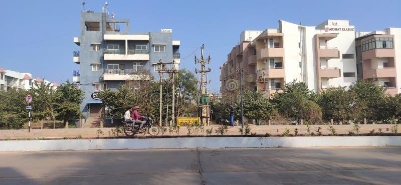 印度Hubli Karnataka的Akshay殖民地美丽的街道 免版税库存图片