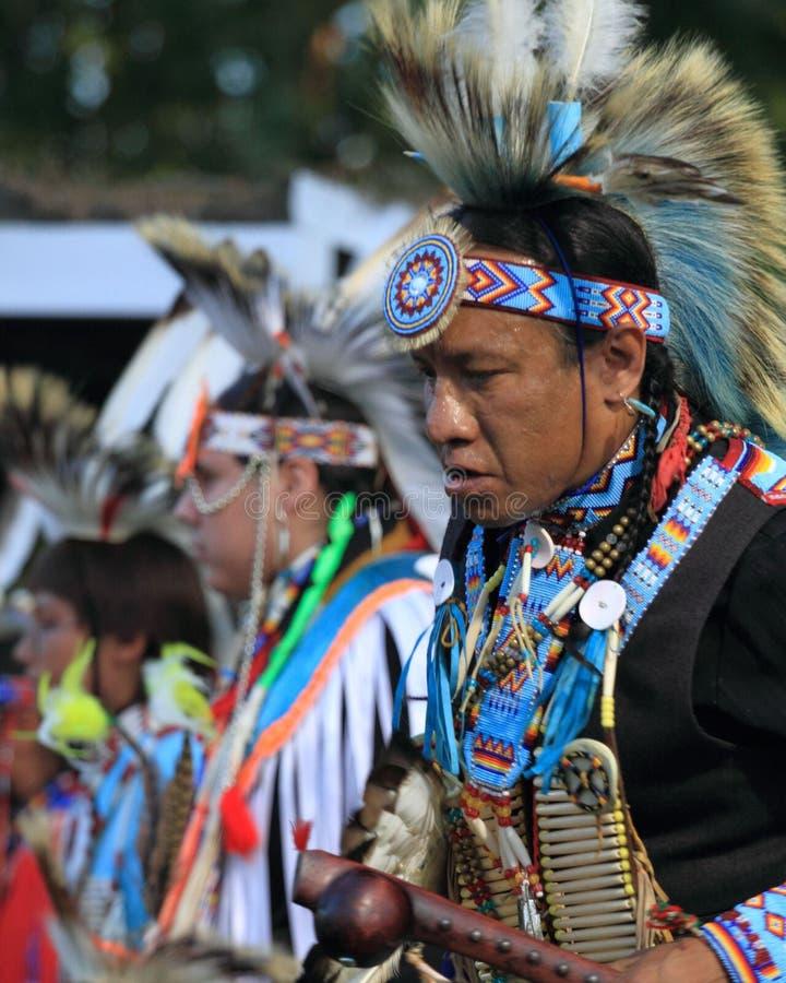 印第安战俘哇的男性花梢舞蹈演员 免版税库存图片