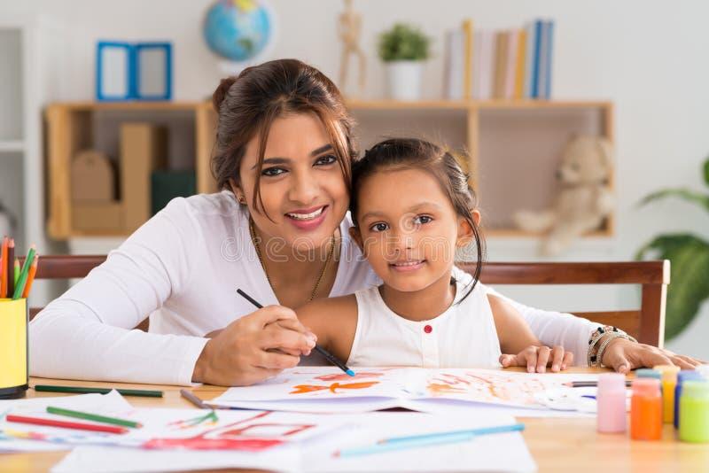 印第安母亲和女儿 库存照片