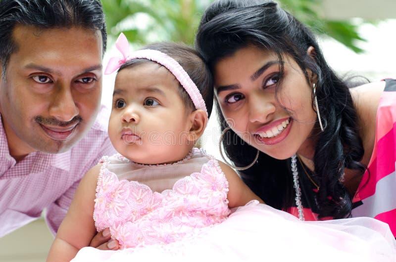 印第安父项和女婴 免版税库存图片
