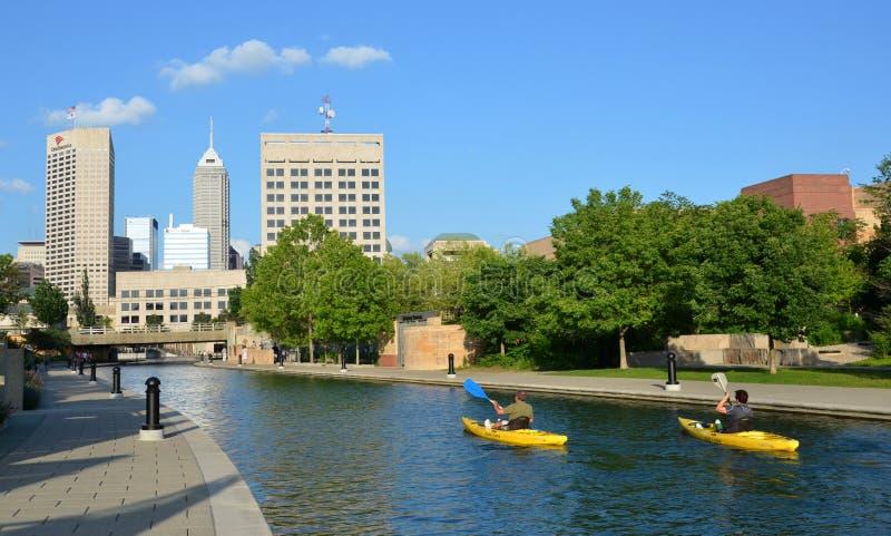 印第安纳波利斯中央运河的皮艇 免版税库存照片