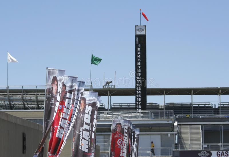 IMS赛车手和Stat塔杆旗子  库存照片
