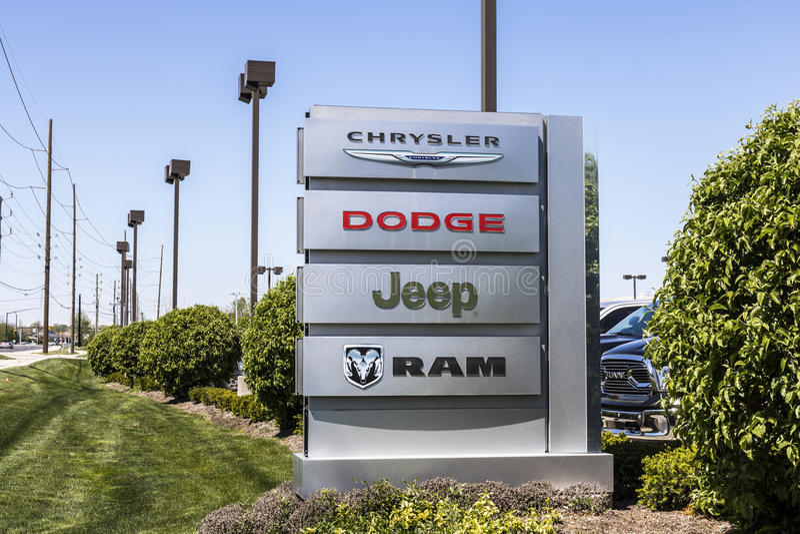 印第安纳波利斯-大约2017年4月:克莱斯勒、推托、吉普和Ram卡车商标和经销权标志VI 库存图片