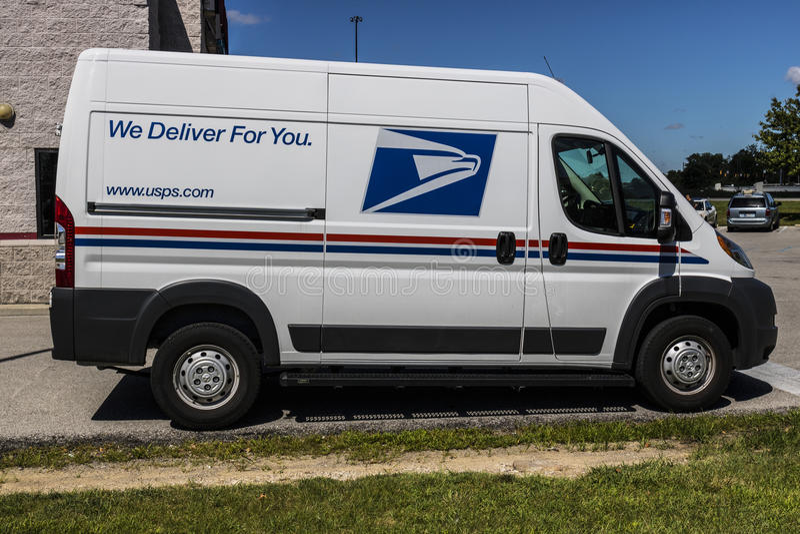 印第安纳波利斯-大约2017年7月:USPS邮局邮车 USPS对提供邮件交付VI负责 库存图片