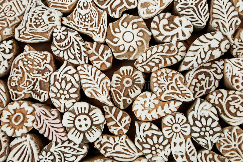 印第安背景 叶子,花,样式,在印刷品块木纹理的太阳标志,亚洲纺织品衣物的 库存照片