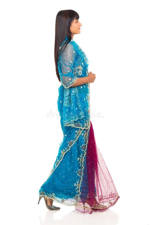 印第安走的妇女 图库摄影